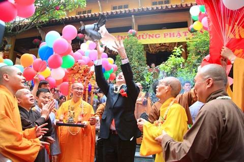 Chu tich nuoc dang huong mung dai le Phat dan hinh anh 8