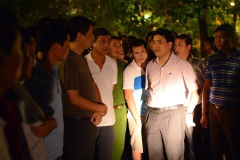 Chu tich Nguyen Duc Chung di cano ra ho Tay kiem tra ca chet hinh anh 2