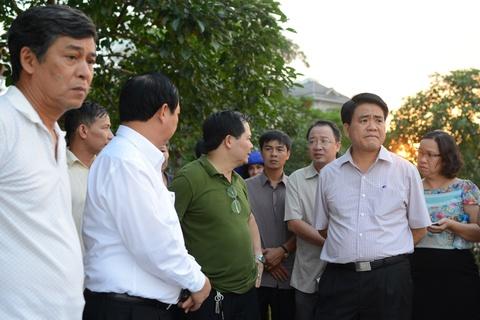 Chu tich Nguyen Duc Chung di cano ra ho Tay kiem tra ca chet hinh anh 1