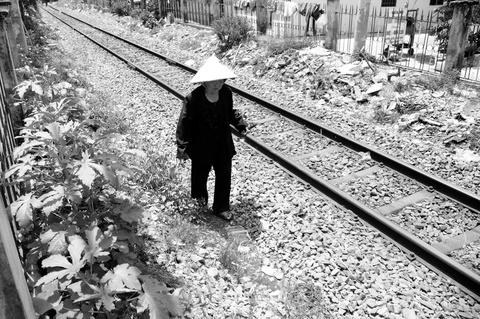 Cuoc doi nhung nguoi phu nu khon kho o Ha Noi, Sai Gon hinh anh 5