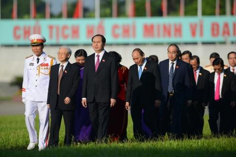 Doan dai bieu Quoc hoi vieng Chu tich Ho Chi Minh hinh anh 5