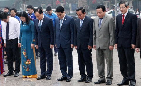 Ong Nguyen Duc Chung dat vong hoa tuong niem V.l Lenin hinh anh 3
