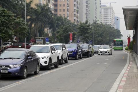 Nhung tinh huong buyt nhanh BRT bi oto, xe may can tro hinh anh 2