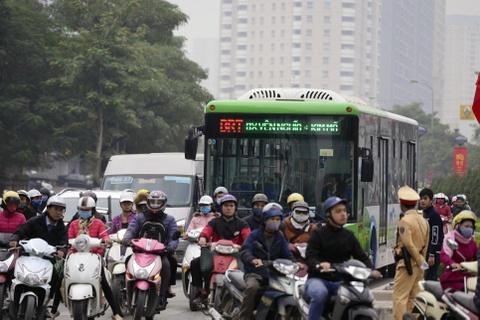 Nhung tinh huong buyt nhanh BRT bi oto, xe may can tro hinh anh 10