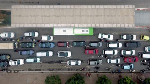 Nhung tinh huong buyt nhanh BRT bi oto, xe may can tro hinh anh 6