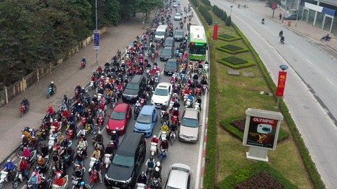 Nhung tinh huong buyt nhanh BRT bi oto, xe may can tro hinh anh 3