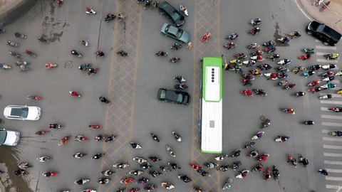 Nhung tinh huong buyt nhanh BRT bi oto, xe may can tro hinh anh 9