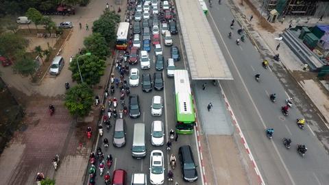 Nhung tinh huong buyt nhanh BRT bi oto, xe may can tro hinh anh 8
