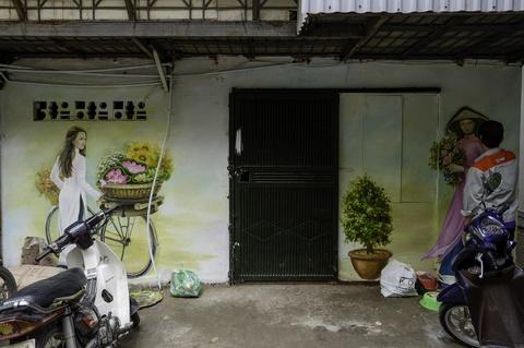 Hoa si Sai Gon ve tranh tuong khu tap the o Ha Noi hinh anh 4