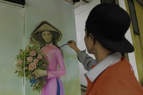 Hoa si Sai Gon ve tranh tuong khu tap the o Ha Noi hinh anh 5