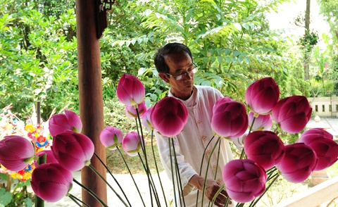 Lang hoa giay 400 tuoi o Hue don Tet hinh anh