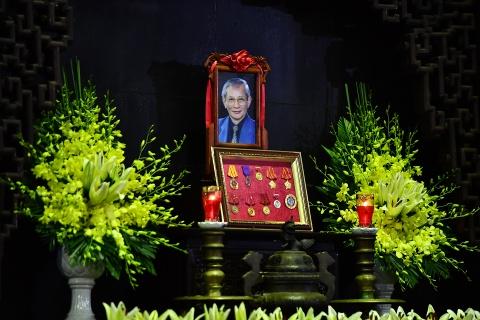Lanh dao Dang, Nha nuoc va ban be tien biet giao su Phan Huy Le hinh anh 1