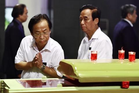 Lanh dao Dang, Nha nuoc va ban be tien biet giao su Phan Huy Le hinh anh 16