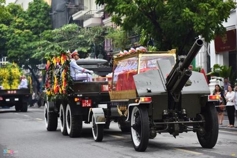 Doan xe dua linh cuu Chu tich nuoc Tran Dai Quang qua cac tuyen pho hinh anh 4