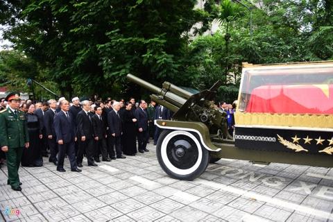 Doan xe dua linh cuu Chu tich nuoc Tran Dai Quang qua cac tuyen pho hinh anh 2