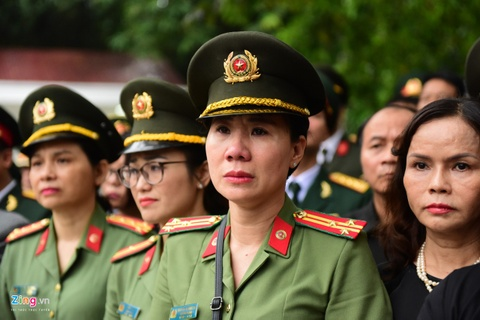 Doan xe dua linh cuu Chu tich nuoc Tran Dai Quang qua cac tuyen pho hinh anh 3