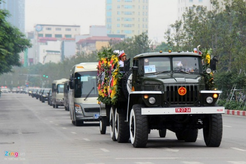 Doan xe dua linh cuu Chu tich nuoc Tran Dai Quang qua cac tuyen pho hinh anh 13