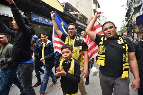 CDV Malaysia nao loan pho co Ha Noi truoc tran chung ket hinh anh 6