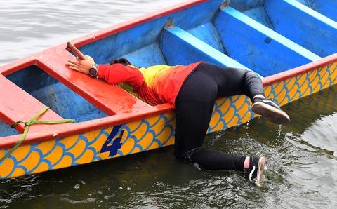Những khoảnh khắc tại cuộc thi bơi chải thuyền rồng hồ Tây