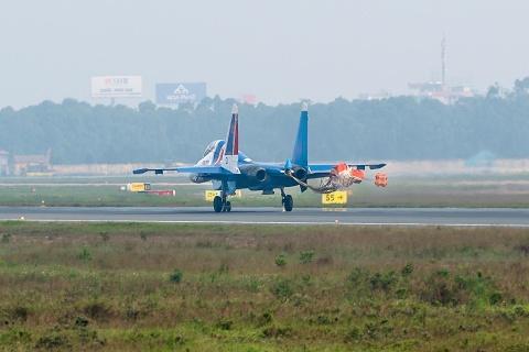 Dan tiem kich Su-30SM cua Nga cat canh dep mat tren bau troi Ha Noi hinh anh 3
