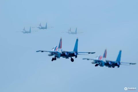 Dan tiem kich Su-30SM cua Nga cat canh dep mat tren bau troi Ha Noi hinh anh 7