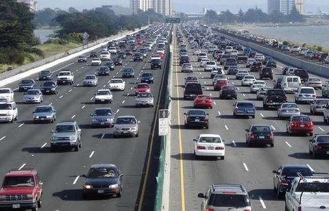 Đường cao tốc, quốc lộ ở nước ngoài có cho phép đi bộ?