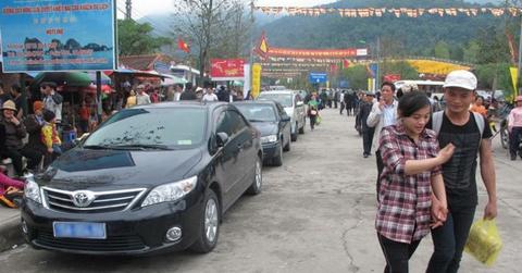Hà Nội cấm cán bộ, công chức lấy xe công, giờ hành chính đi lễ hội
