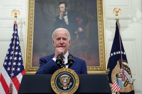 Ong Biden theo buoc ong Trump day manh 'dung hang My' hinh anh