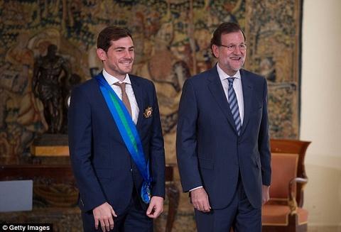 Casillas duoc Hoang gia Tay Ban Nha ton vinh hinh anh