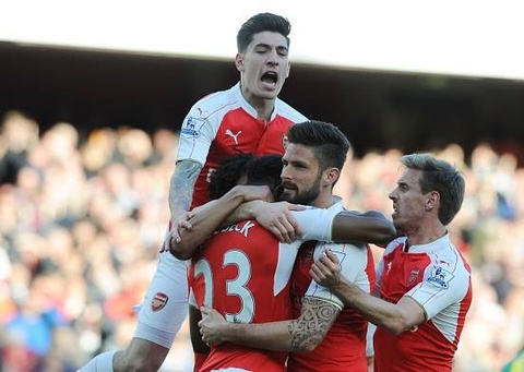 Welbeck giai cuu Arsenal chi 3 phut sau khi vao san hinh anh