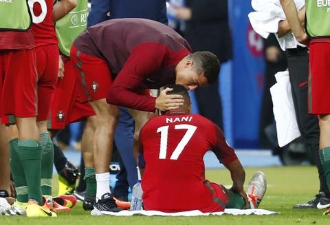 Ronaldo hon dau Nani, ho het chi dao va tiep lua dong doi hinh anh 1