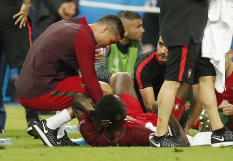 Ronaldo hon dau Nani, ho het chi dao va tiep lua dong doi hinh anh 4