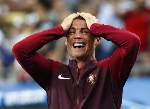 Ronaldo hon dau Nani, ho het chi dao va tiep lua dong doi hinh anh 12