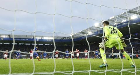 Leicester hoa hu via 2-2 nho penalty o phut bu gio cuoi hinh anh 4