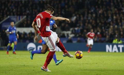 Leicester hoa hu via 2-2 nho penalty o phut bu gio cuoi hinh anh 5