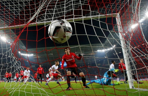 'Doi bi ghet nhat nuoc Duc' thang lon, bam sat Bayern hinh anh 2