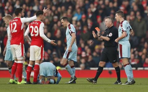 Arsenal thang nghet tho trong tran cau kich tinh hinh anh 8