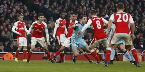 Arsenal thang nghet tho trong tran cau kich tinh hinh anh 10