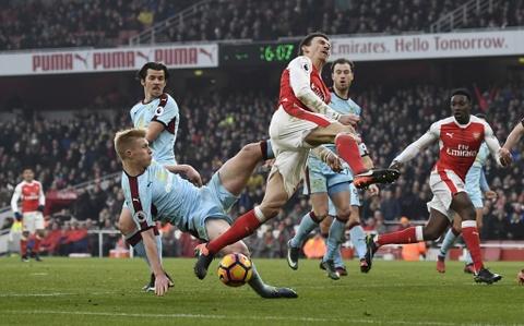 Arsenal thang nghet tho trong tran cau kich tinh hinh anh 12
