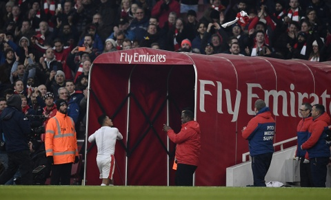 Arsenal thang nghet tho trong tran cau kich tinh hinh anh 15
