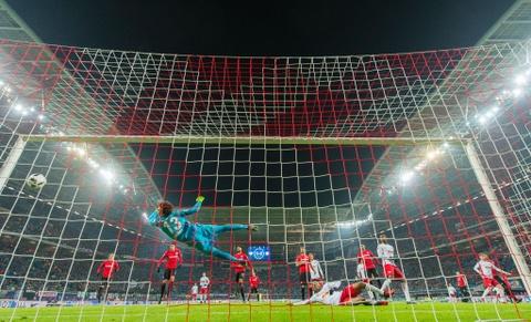 'Doi bi ghet nhat nuoc Duc' thang lon, bam sat Bayern hinh anh 3