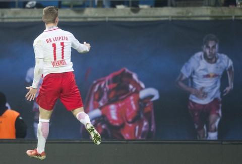 'Doi bi ghet nhat nuoc Duc' thang lon, bam sat Bayern hinh anh 4