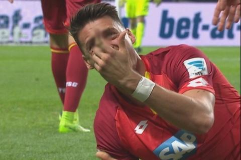 Ngoi sao Bundesliga gay ngon tay kinh di hinh anh
