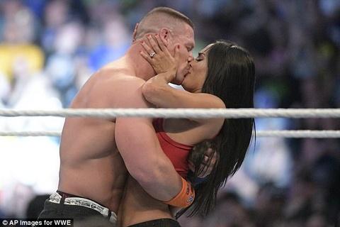 Nu do vat he lo mau vay tam dac cho ngay cuoi huyen thoai WWE hinh anh