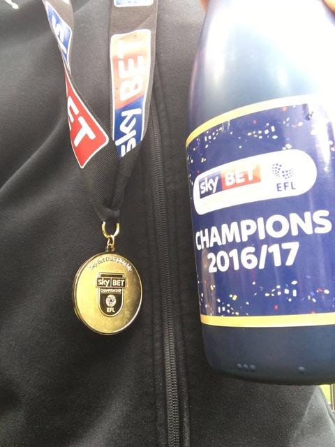 Newcastle bat champagne an mung ngoi vuong Championship hinh anh 13