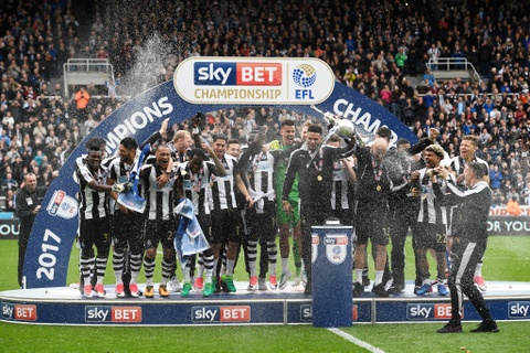 Newcastle bat champagne an mung ngoi vuong Championship hinh anh 3