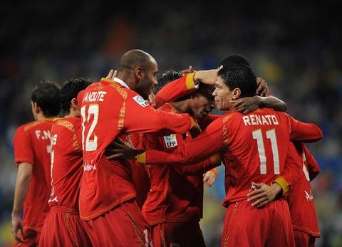 Ronaldo san phang ky luc 50 nam cua huyen thoai nguoi Anh hinh anh 11