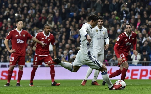 Ronaldo san phang ky luc 50 nam cua huyen thoai nguoi Anh hinh anh 8