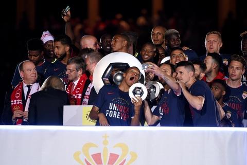 Falcao nang cup, Monaco vo dich Ligue 1 sau 17 nam cho doi hinh anh 11