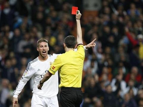 Real Madrid tung bi phat nang vi tay the cho 2 cau thu hinh anh